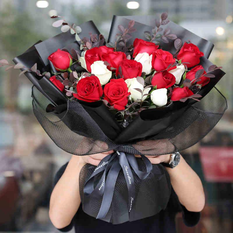 一般女性朋友过生日送什么花