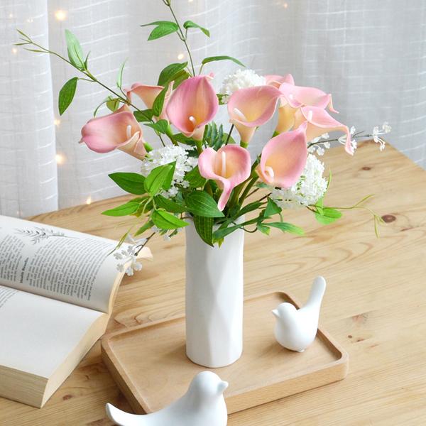 马蹄莲送女朋友她收花后不知道怎么养护?