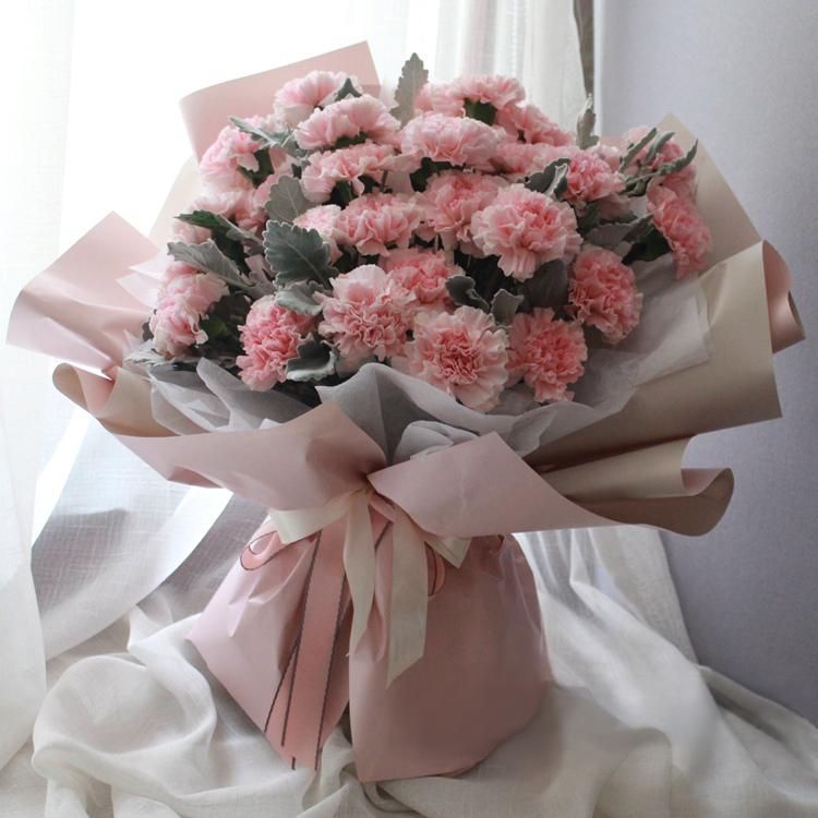 老人百岁生日送什么鲜花好?这些花寓意着祝福安康