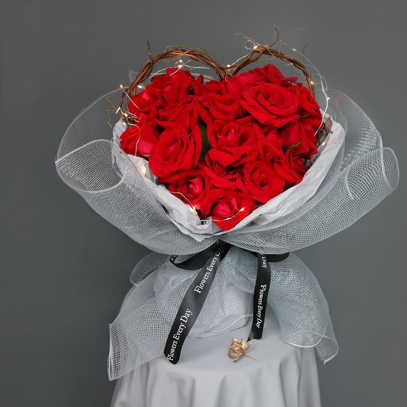 情人节送女朋友什么花*好?不同类型的女孩送不同的鲜花
