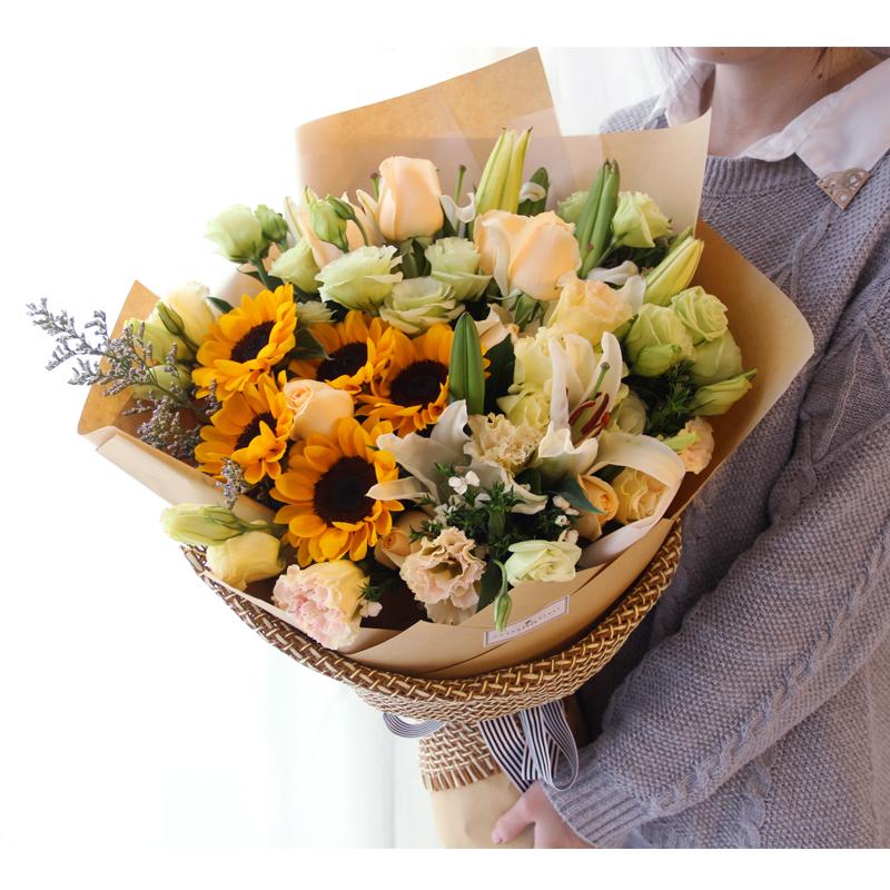 [送花礼仪]普通男性朋友过生日可以送鲜花吗?生日鲜花这样选择百搭又好看!