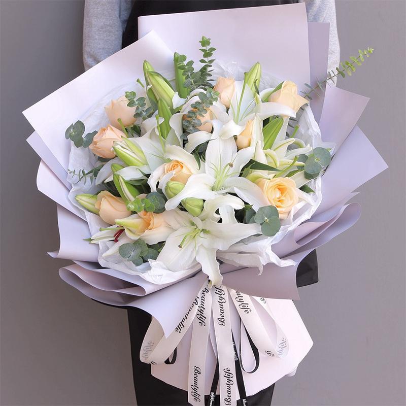 一般朋友送什么花合适?革命友情送这些花不会引误会——娟蝶鲜花店