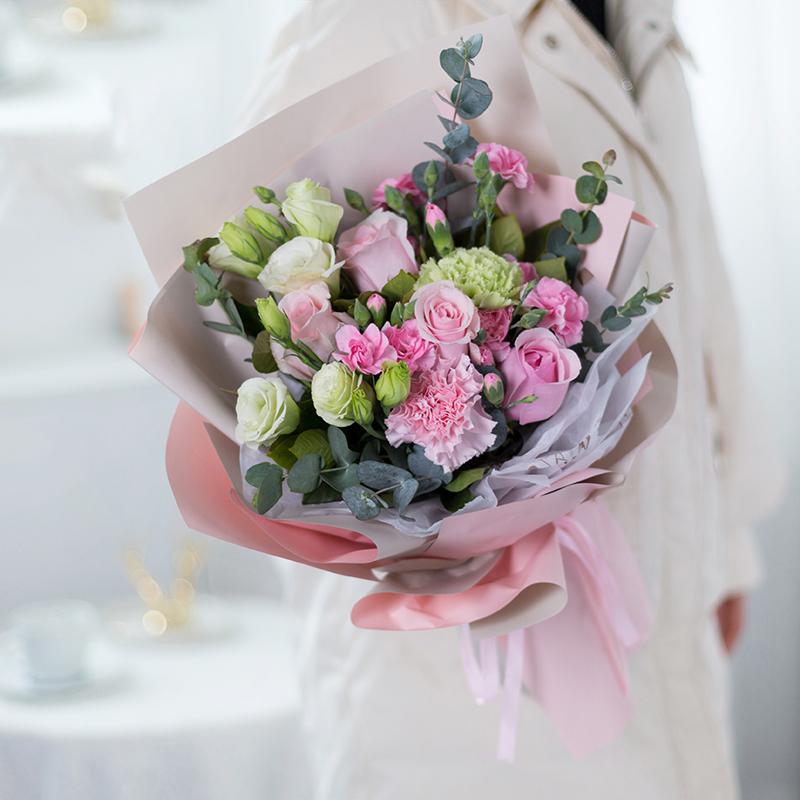 秀外慧中-4支粉玫瑰+康乃馨混搭
