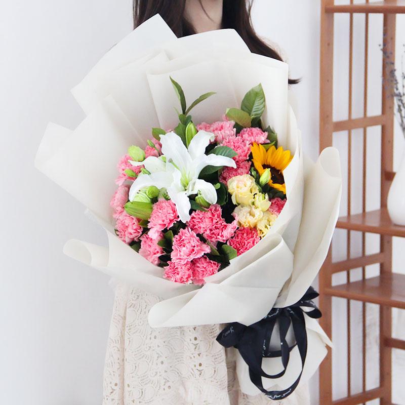 浓情深意-19支精品粉色康乃馨+1支向日葵+1支多头白百合