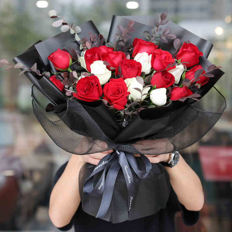 幸福逐渐到来-19支亚博体育官方通道混色玫瑰