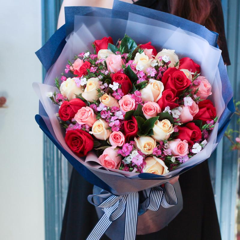 怦人心动-33支精品混色玫瑰