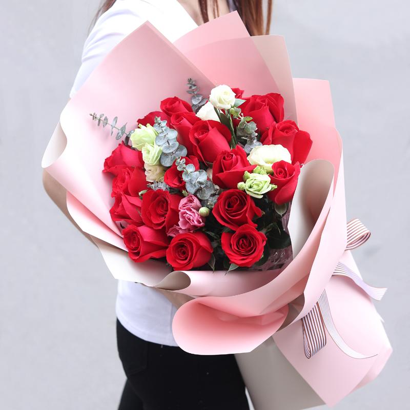 拥抱的幸福-19支亚博国际电游app红玫瑰