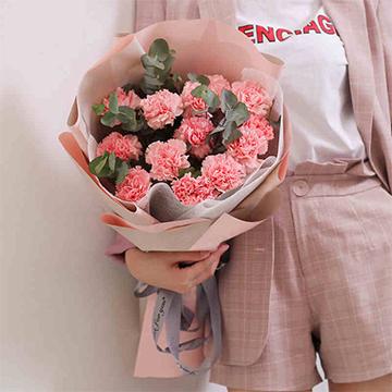 无私的爱-11支精品粉色康乃馨