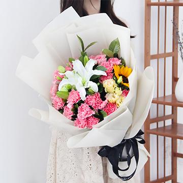 浓情深意-19支粉色康乃馨+1支向日葵+1支多头白百合