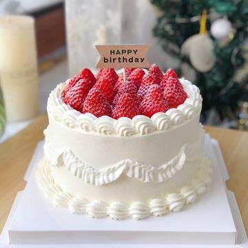 简约风草莓鲜奶蛋糕