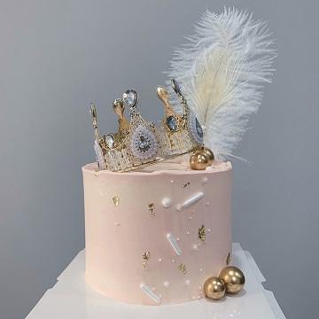 粉色少女心皇冠主题奶油蛋糕